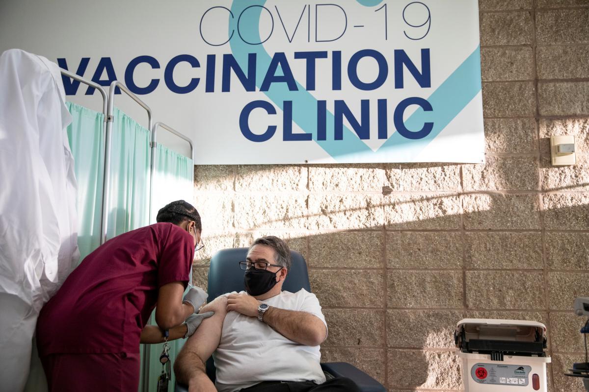 В мире растет количество больных коронавирусом \ фото REUTERS