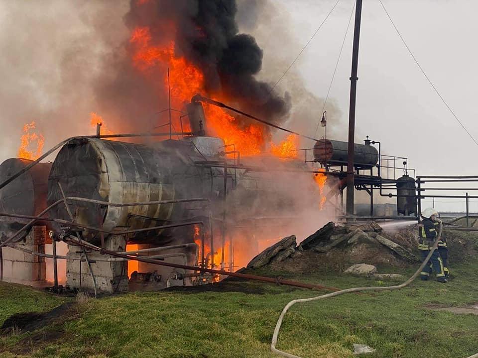 Пожар на нефтебазе под Николаевом / ГСЧС Украины