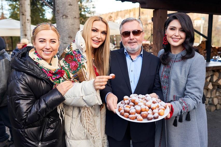 Οι προσκεκλημένοι του φεστιβάλ διασκεδάζονταν από τους Tonya Matvienko και Olga Sumska / υπηρεσία φωτογράφου