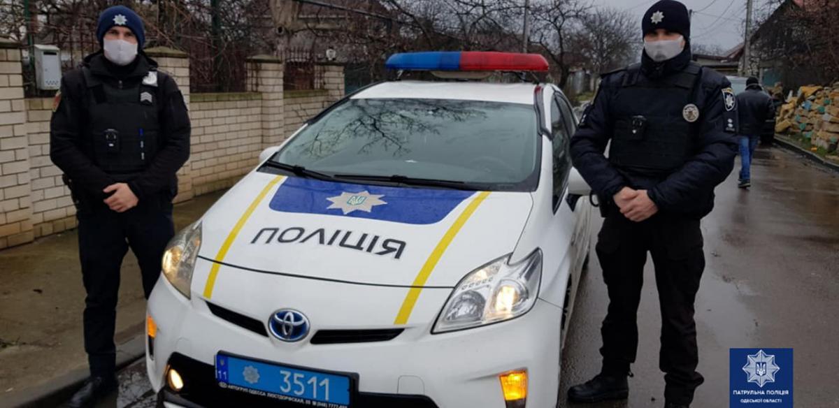 Полиция оказала помощь мужчине, который порезал себе вены / Патрульная полиция Одесской области