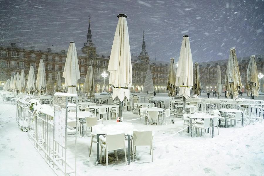Столицу испании накрыл масштабный снегопад \ фотоREUTERS