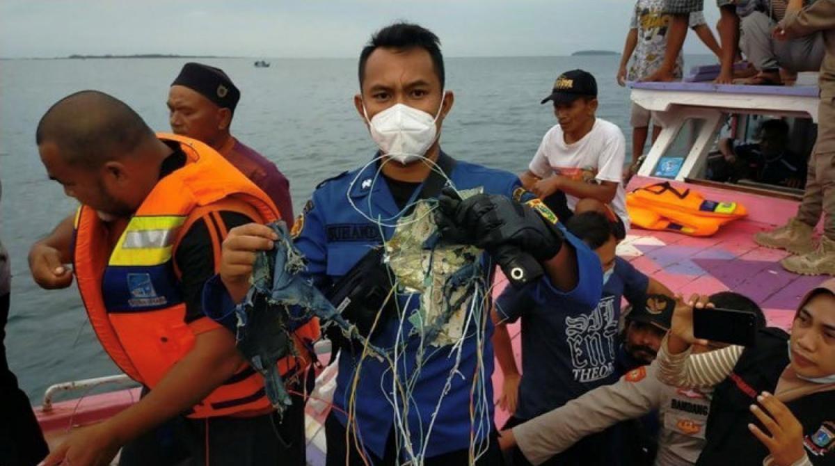 В Индонезии нашли обломки потерпевшего катастрофу самолета/ REUTERS