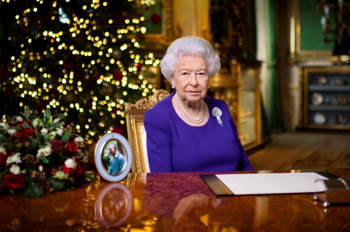 Королева Британии Елизавета II вакцинировалась от коронавируса / REUTERS