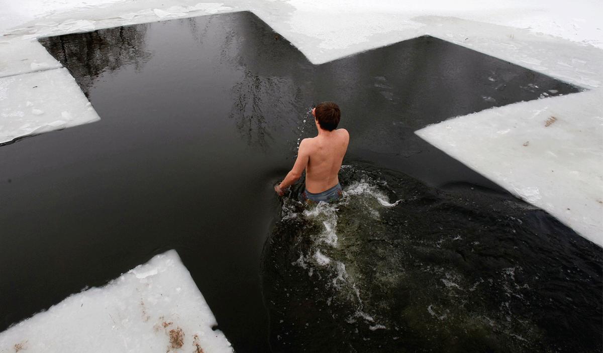 Народные традиции на Крещение / фото REUTERS