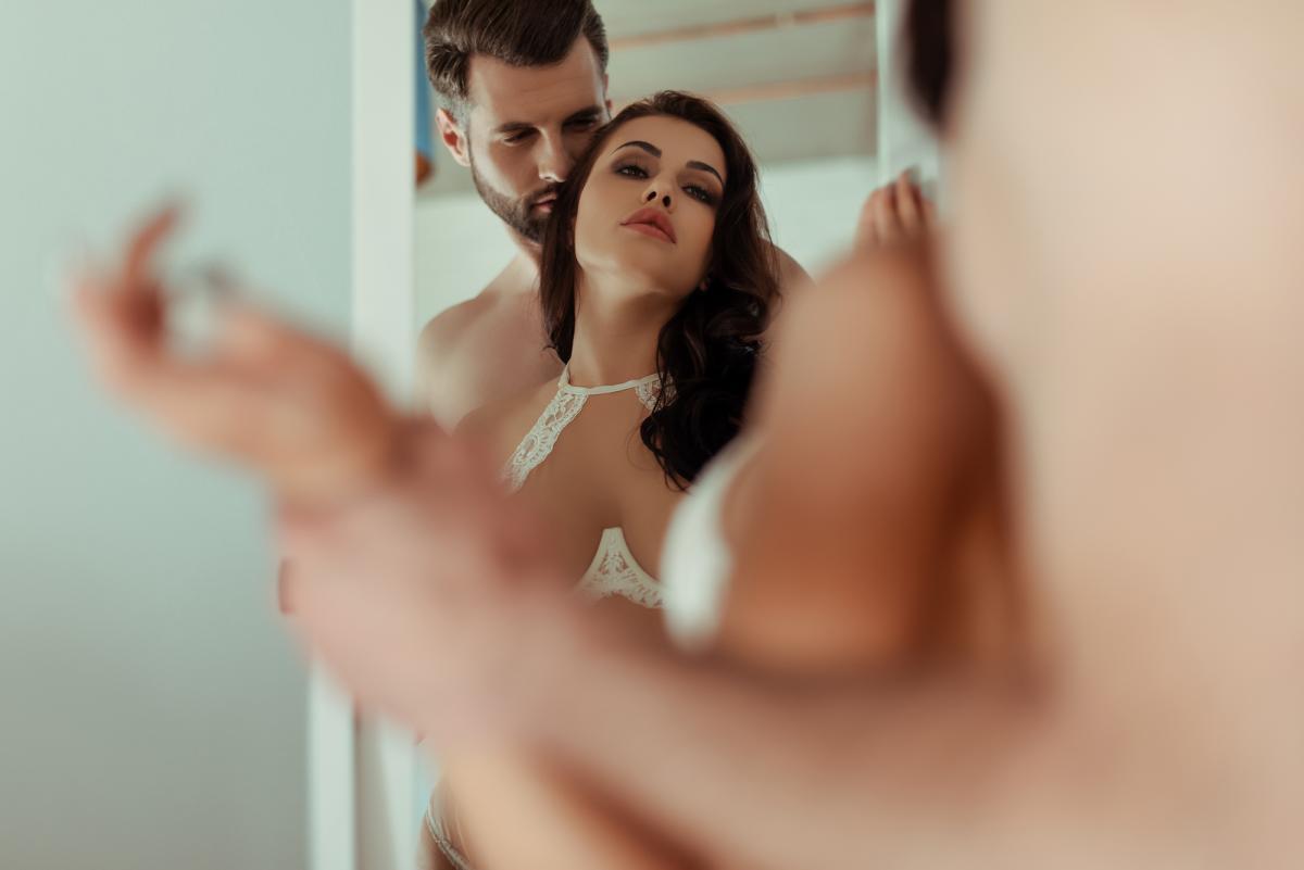 Как изображение в зеркале влияет на ваш секс / фото: ua.depositphotos.com