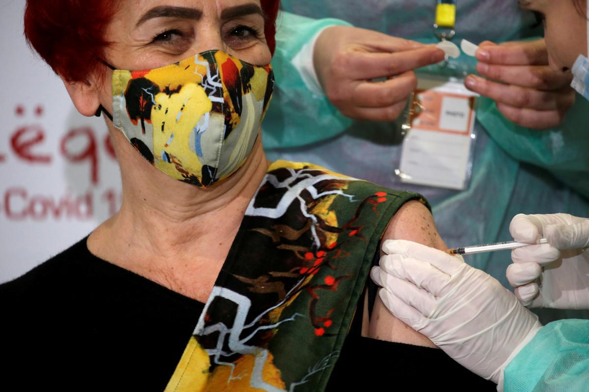 Албания начала вакцинацию от коронавируса / фото REUTERS