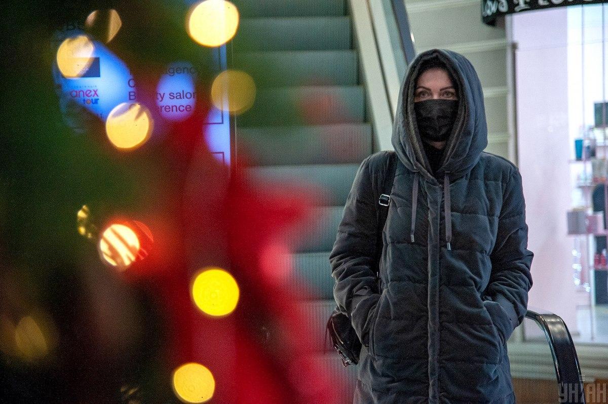 Як штрафуватимуть підприємців за людей без масок у приміщення і транспорт/ фото УНІАН