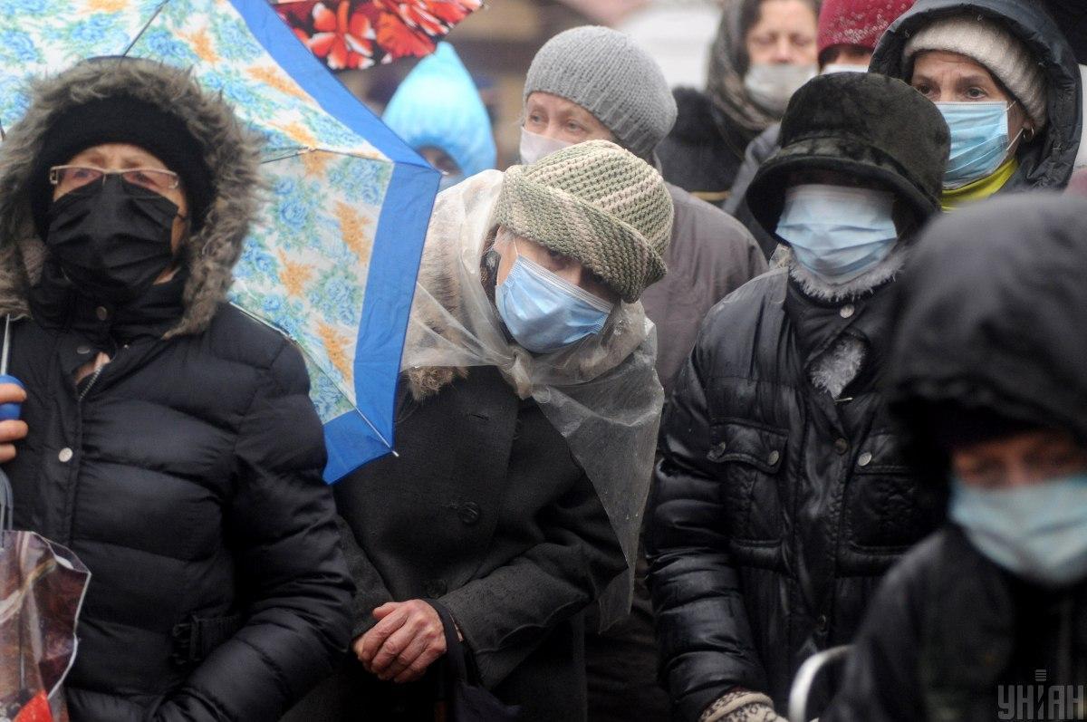 За останню добу в Івано-Франківській області виявлено 515 випадків коронавірусної хвороби \ фото УНІАН