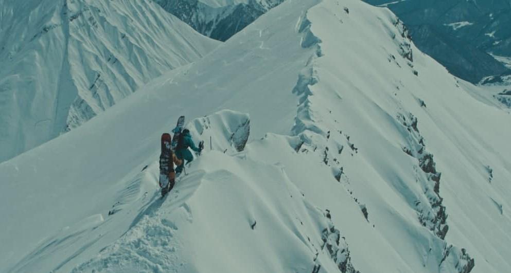 """В фильме очень много невероятных горных пейзажей / кадр из фильма """"Пик страха"""""""