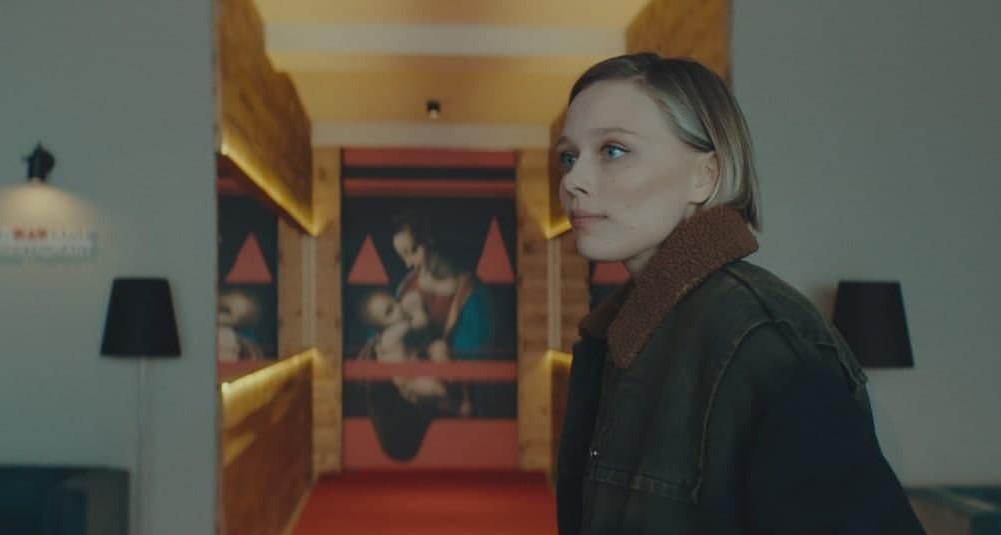 """Иванна Сахно сама озвучила свою роль для украинского проката / кадр из фильма """"Пик страха"""""""