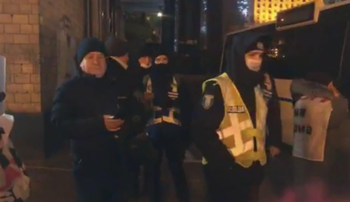 На место прибыли полицейские / скриншот видео