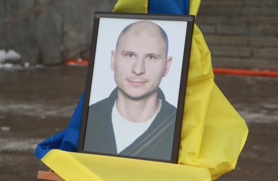 Провести в останню путь героя прийшли близькі, рідні та побратими / фото zoda.gov.ua