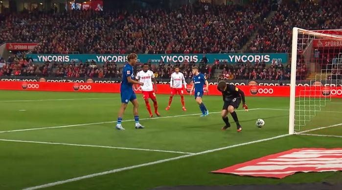 Александр Нюбель пропустил нелепый гол / YouTube/Bundesliga