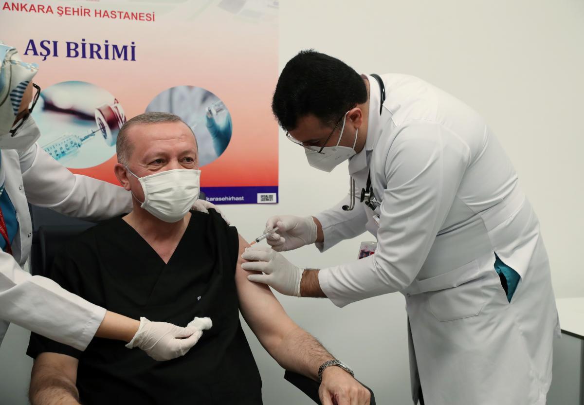 Эрдоган сделал прививку вакциной Sinovac / фото REUTERS