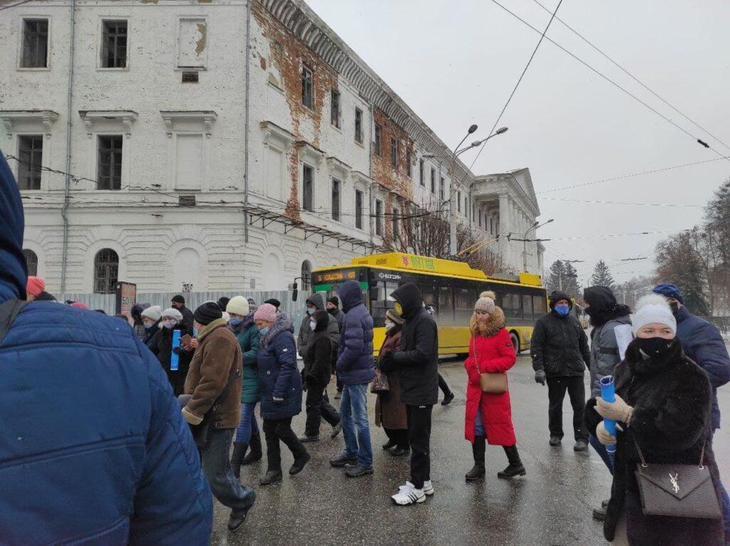 Пикетчики перекрылицентральные улицы города и не пропускали общественный транспорт / фото zmist.pl.ua