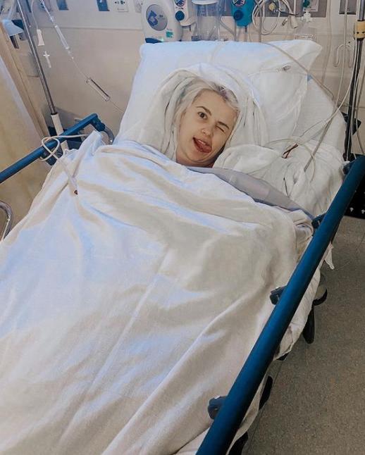 Міка Ньютон поділилася з шанувальниками знімком з лікарні \ фото instagram.com/mikanewton