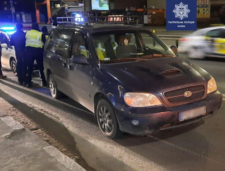 На водія склали адмінпротоколи / фото Патрульна поліція Києва