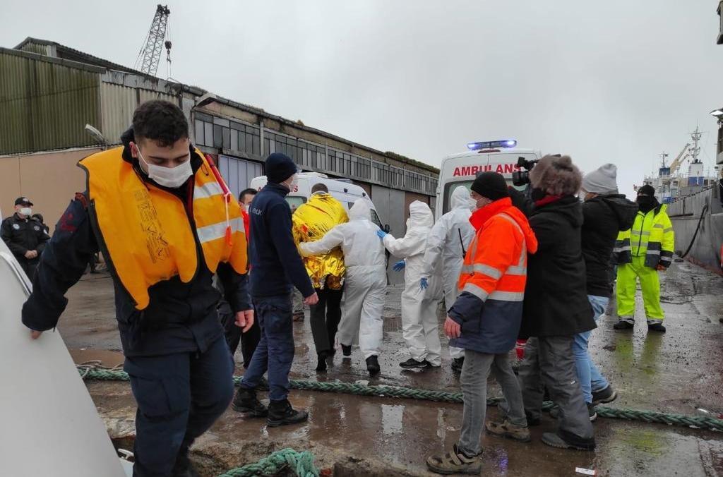 Шесть человек с затонувшего корабля спасли / фото Анадолу