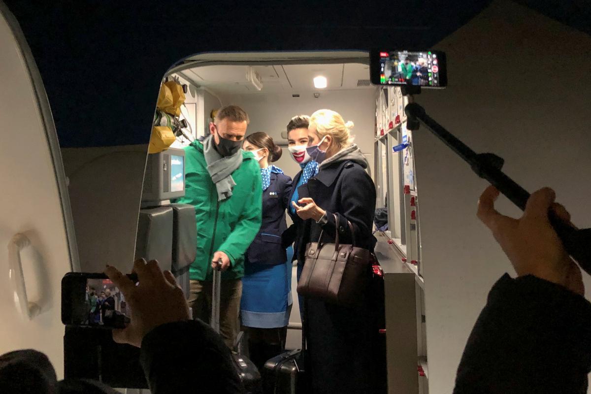 Навального задержали, как только он вернулся в Россию / фото REUTERS