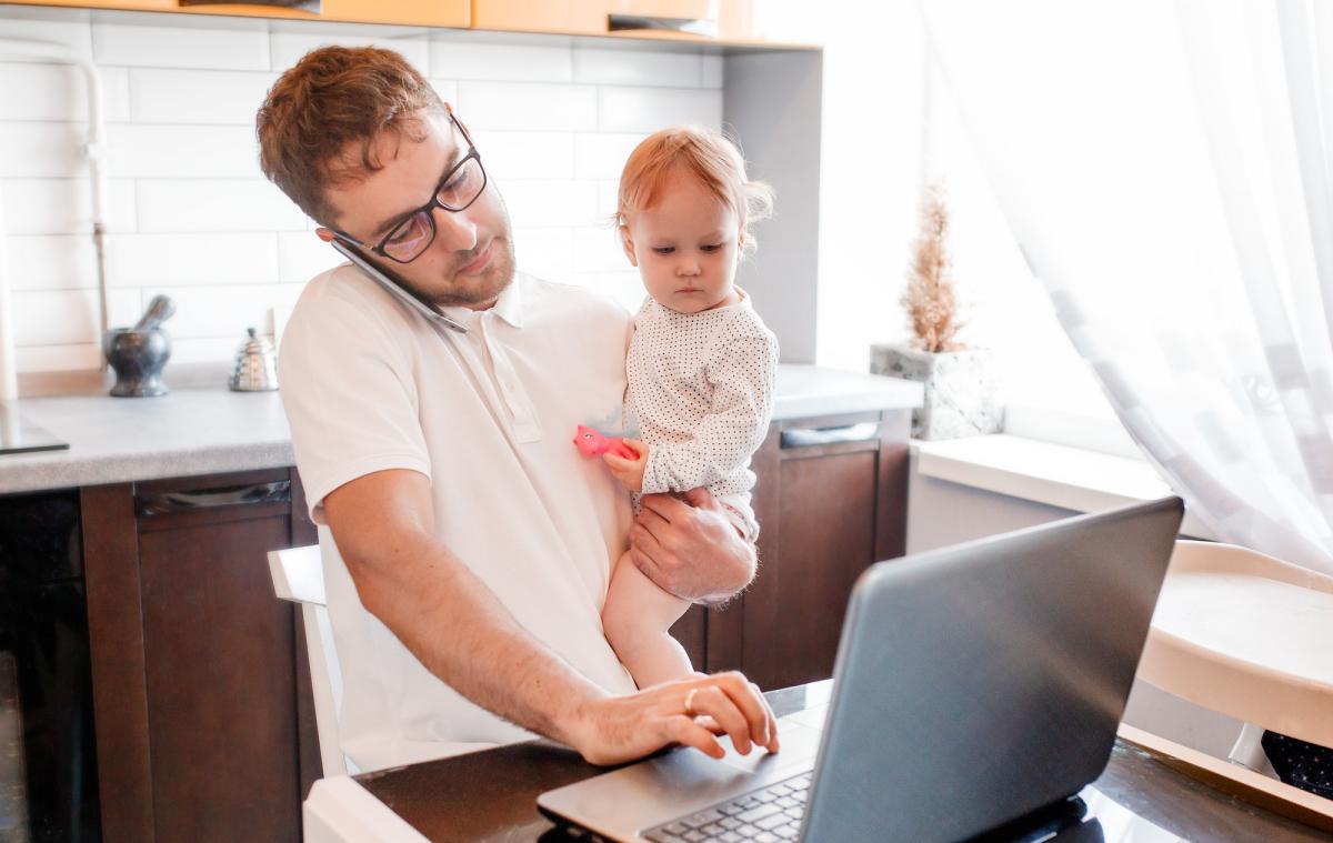 Отпуск сможет брать не только мама / фото: ua.depositphotos.com