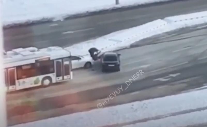 В Днепре подрались водители / скриншот видео
