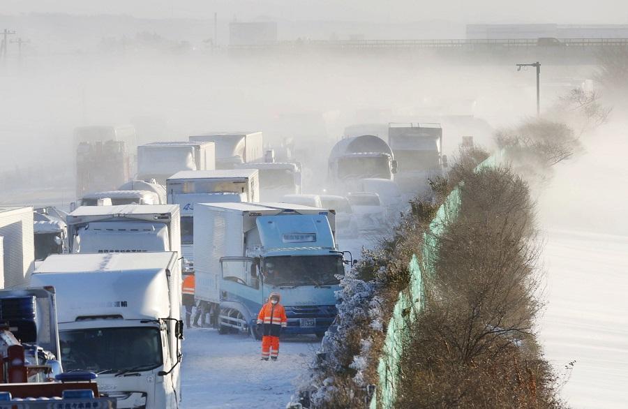 Сильные снегопады в Японии идут с декабря прошлого года \ фото REUTERS