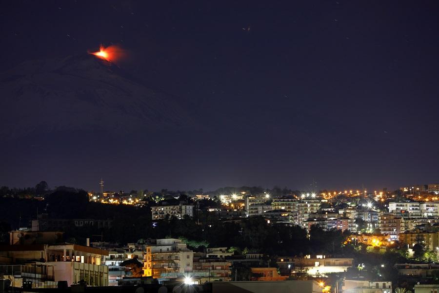 В Италии произошло извержение Этны \ фото REUTERS