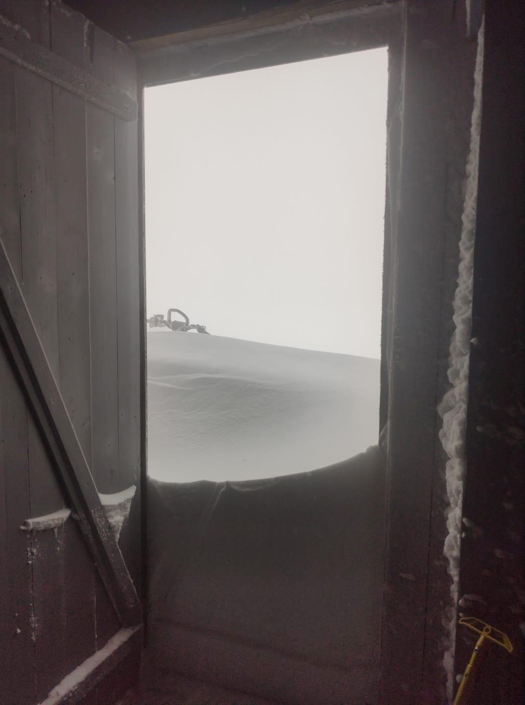 Сніг на горі Піп Іван у Карпатах / фото Чорногірський гірський пошуково-рятувальний пост