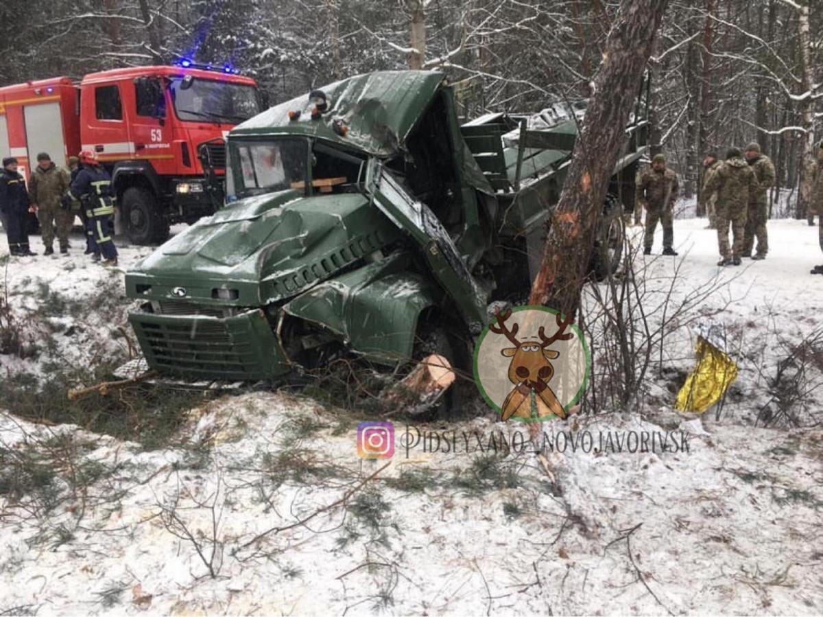 Thirteen servicemen injured in road accident with military truck in Lviv region / Facebook Pidslyxano Novoiavorivsk