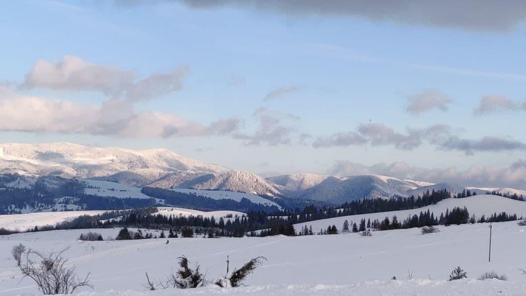 Сніг на Закарпатті є, але для повноцінного катання ще замало / фото УНІАН