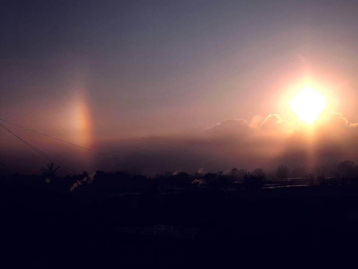 Навколо Сонця У Кривому Розі помітили гало / фото Nata Li, Facebook