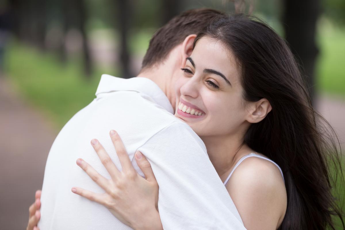 Психолог радить частіше обніматися /ua.depositphotos.com