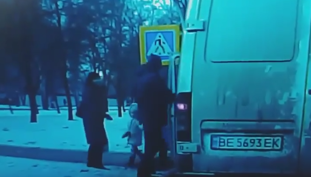 Инцидент на дороге в Николаеве / скриншот видео