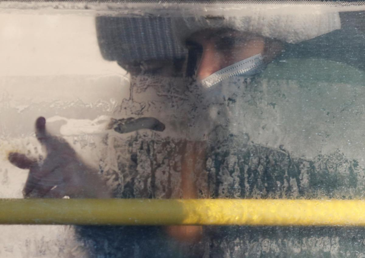 Через мутацію вірус здатний ухилятися від імунної системи організму людини, зазначила Голубовська / фото REUTERS