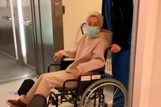 На записи видно, какКудрявцеву везут на инвалидной коляске/ скриншот@leratv