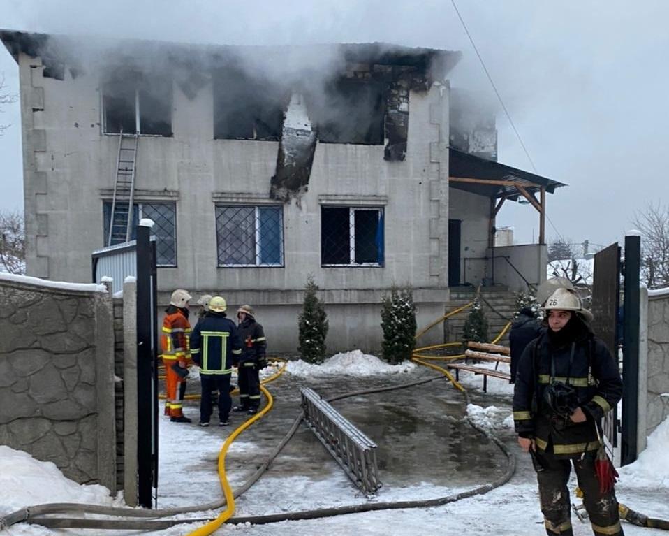 Через пожежу убудинку для літніх людейу Харкові загинули 15 людей / фото REUTERS