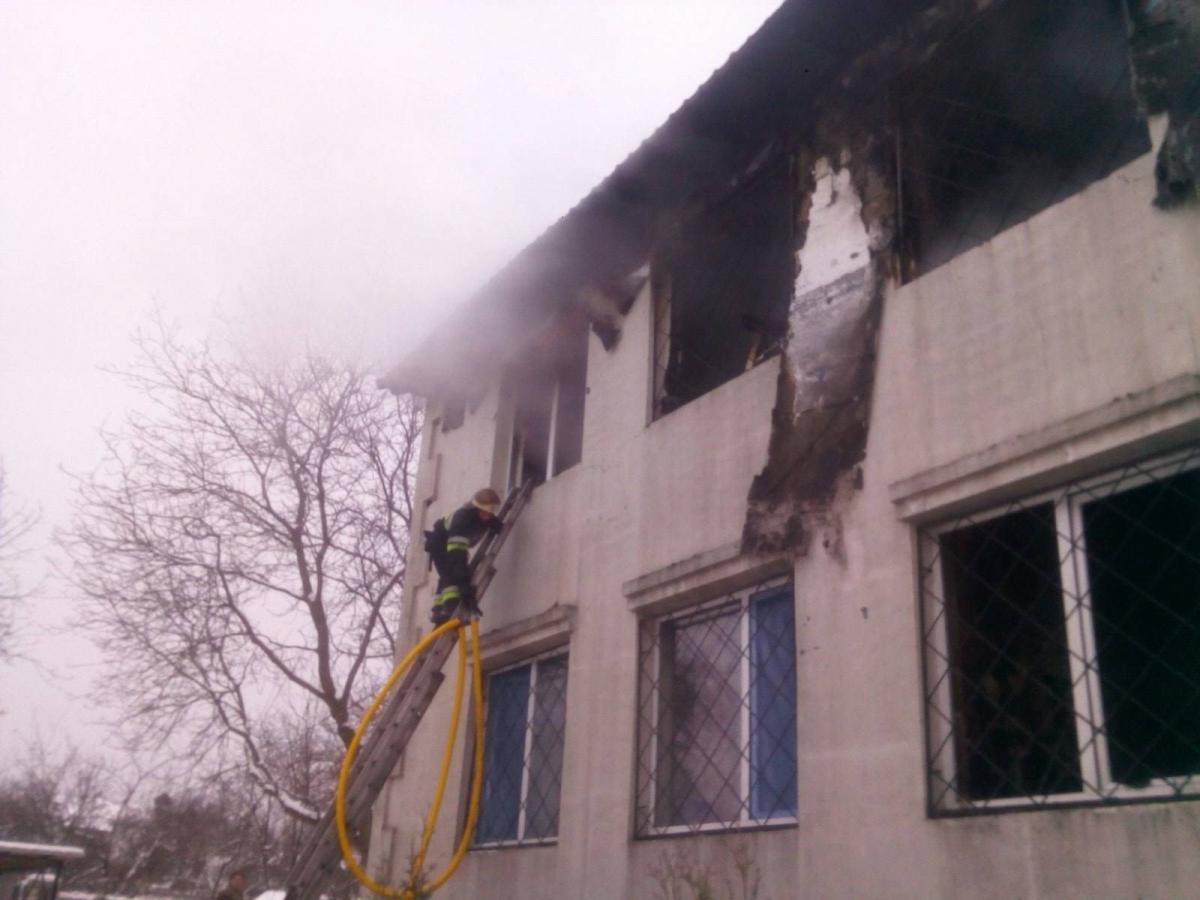 """Пожежа у пансіонаті для літніх людей """"Золотий час""""спалахнула21 січня / фото kh.dsns.gov.ua"""