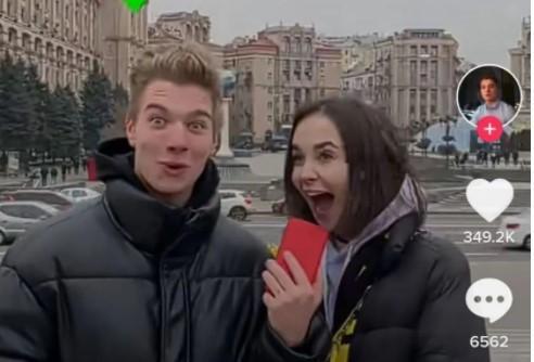 Девушка утверждает, что угрозы поступают также ее родным/скриншот из видео