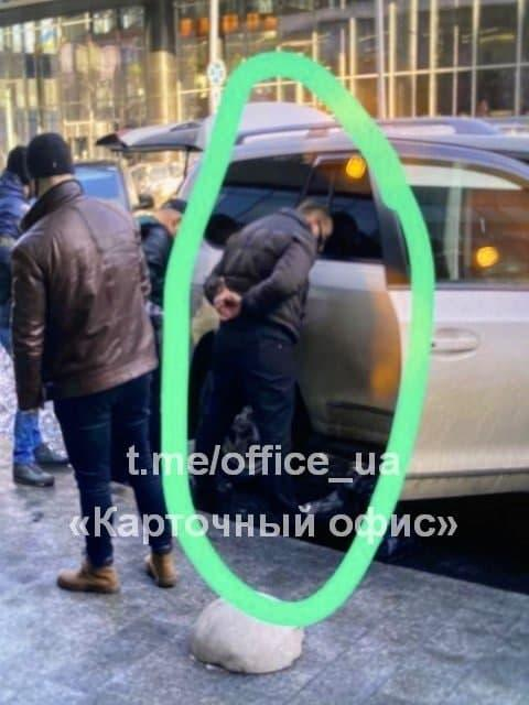 """Нескоромному удалось скрыться после задержания / фото Telegram-канал """" Карточный Офис"""""""
