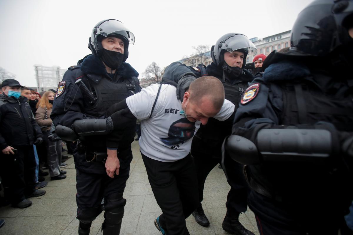 Протесты в России - Госдума поблагодарила силовиков за жесткий разгон демонстрантов / REUTERS