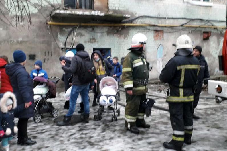 За попередньою інформацією, там живуть кілька сотень людей / фото dp.dsns.gov.ua