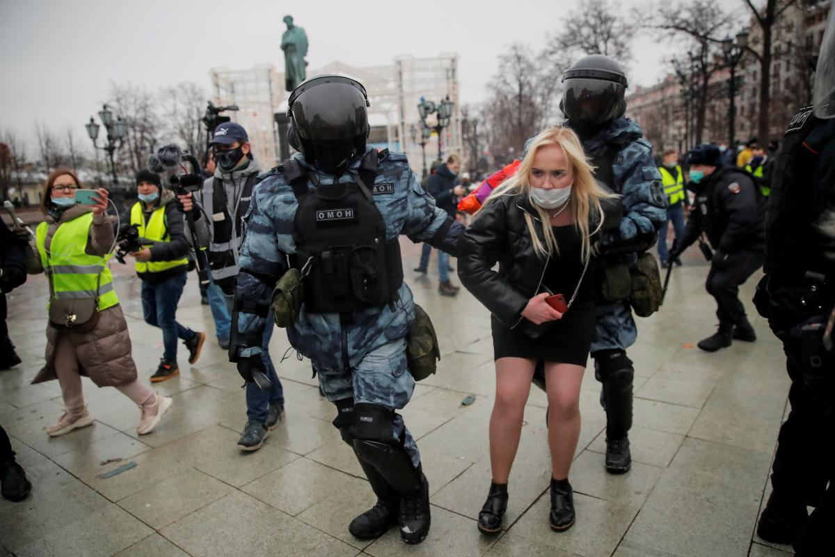 Over 2,000 detained in protests across Russia / REUTERS
