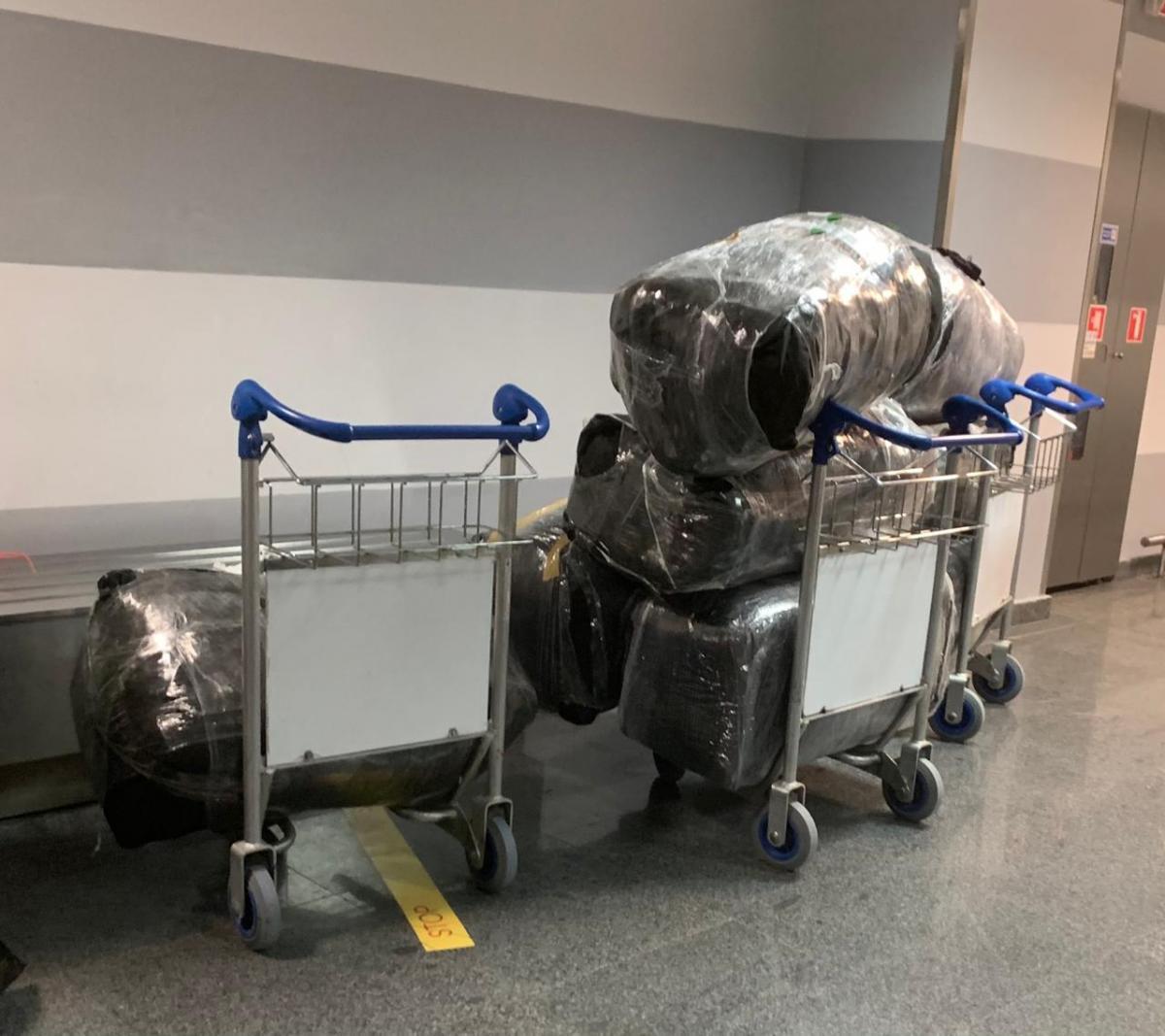 Тщательно набитые в чемоданах вещи изъяты установленным порядком / фото dpsu.gov.ua