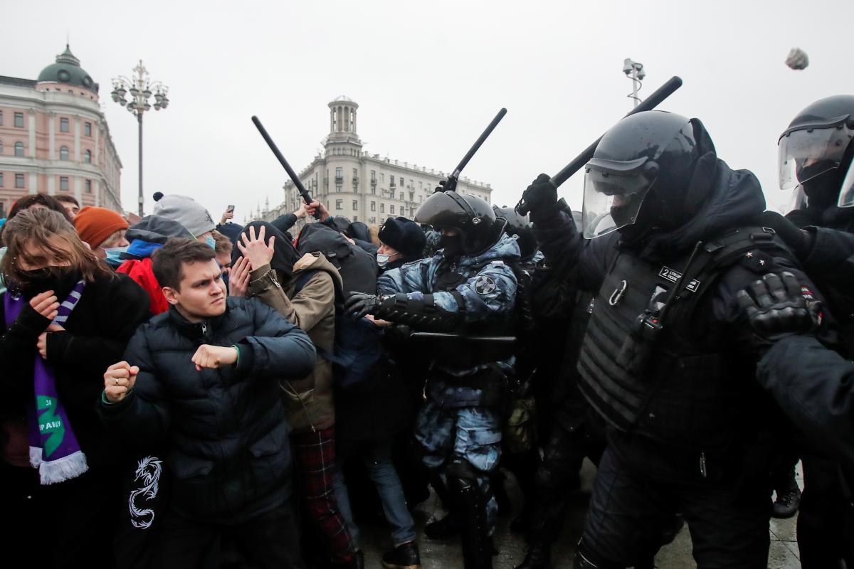 На митингах в РФ задержали более трех тысяччеловек / фото REUTERS