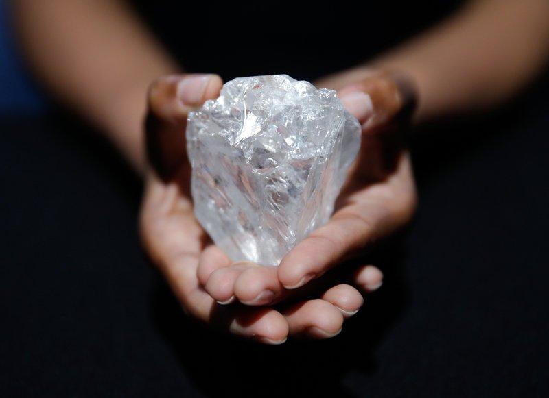 В Южной Африке был найден самый крупный в истории человечества алмаз весом 3 106 карат (621,2 г) / фото blog.arpegediamonds.com