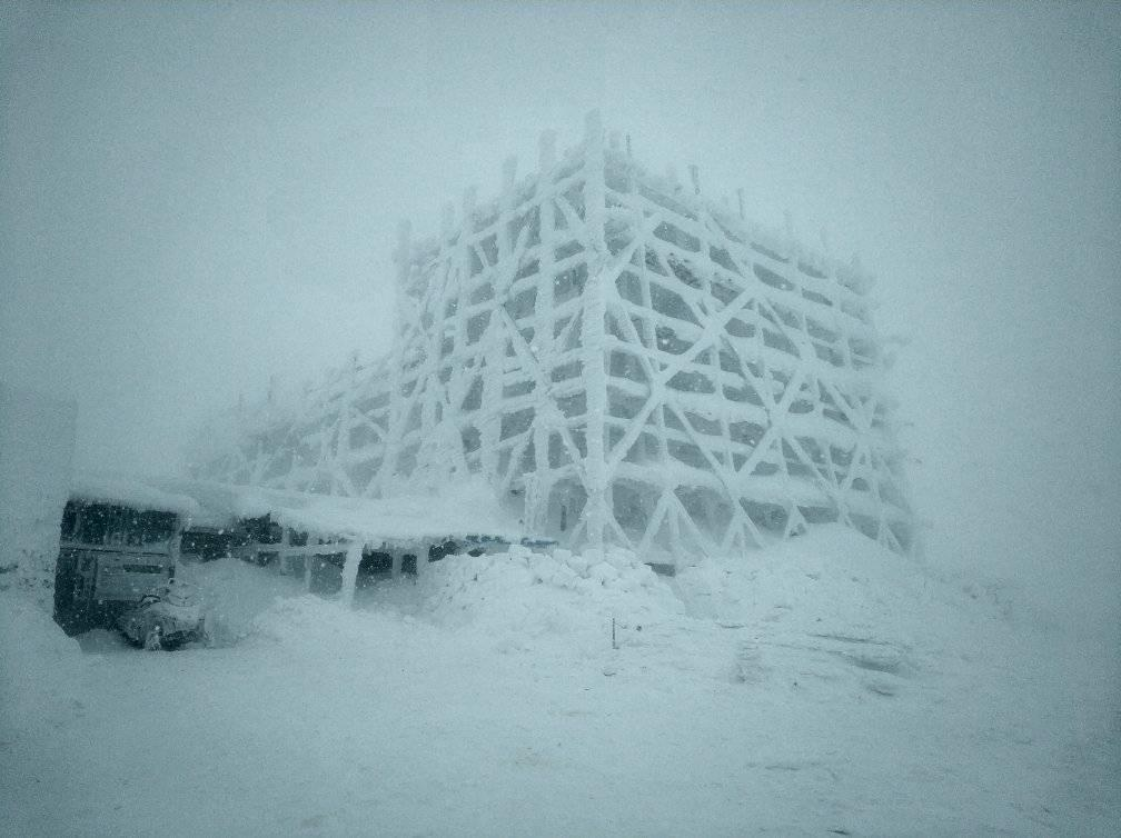 У Карпатах йде сніг, видимість - 20 метрів / Фото facebook.com/chornogora.rescue112