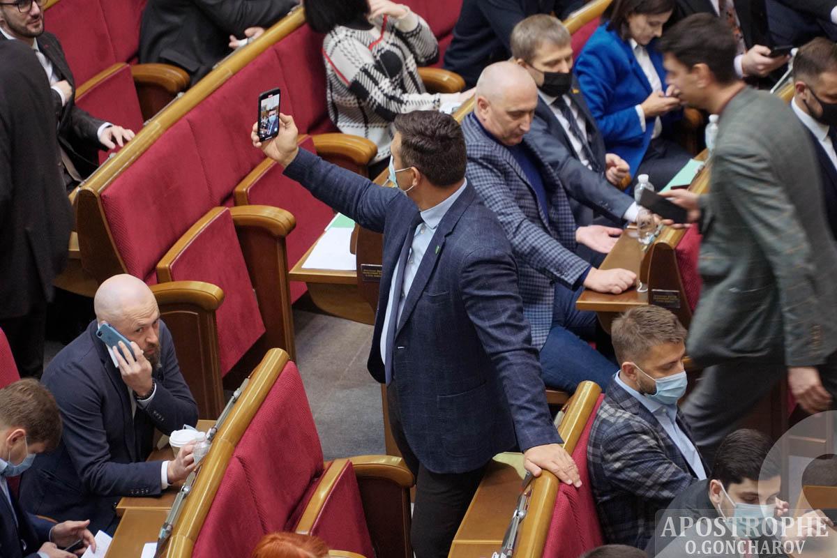 Тищенко у Раді - скандального депутата спіймали за дивним заняттям: фото / apostrophe.ua