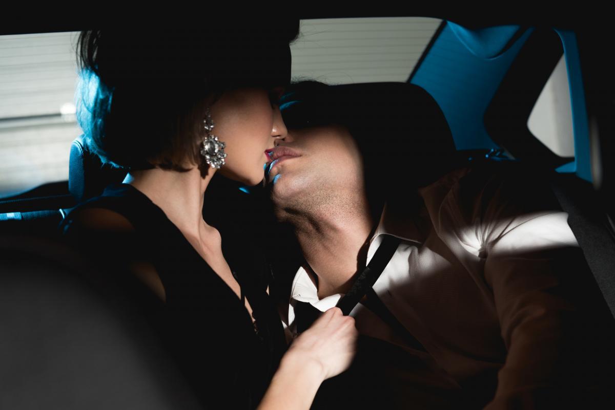 5 секс-позиций водежде, которые сделают твой секс супергорячим / фото ua.depositphotos.com