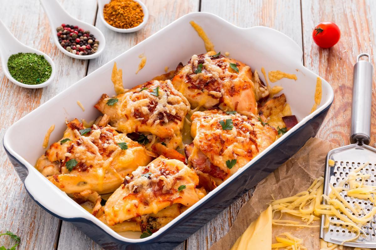Как приготовить куриную грудинку в духовке / фото ua.depositphotos.com