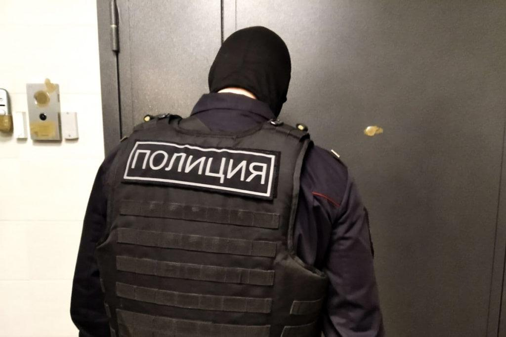 Russian law enforcers conducted a search in Navalny's flat / Photo from mbk-news